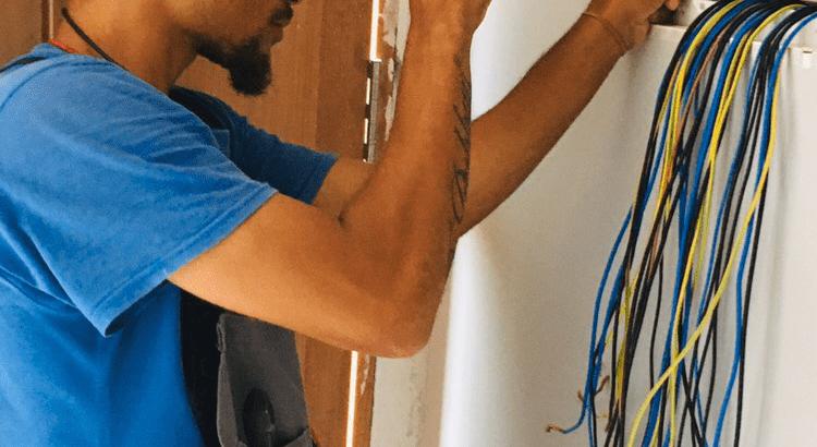 Procura um tecnico de eletricidade profissional?