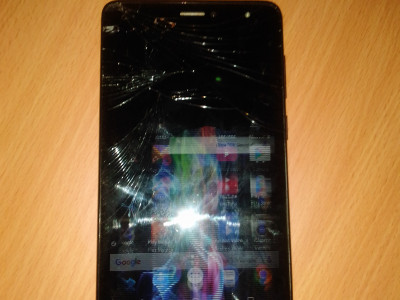 Telemovel Archos platinum60, so pa troka ecran
